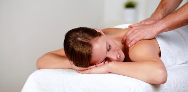 Mesmo com tantos tratamentos de ponta, as massagens manuais que unem drenagem e outras técnicas, continuam entre as favoritas das mulheres em busca de um contorno corporal mais definido - Thinkstock
