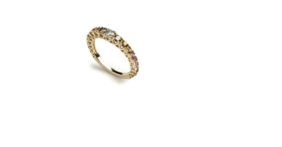 Meia-aliança de safiras e diamantes da joalheria Elisabete Gaspar (www.elisabetegaspar.com.br)