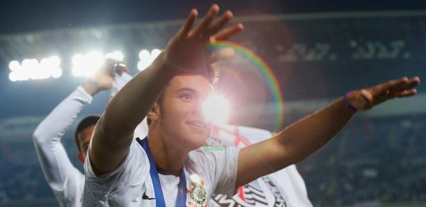 Giovanni comemora título mundial no Japão. Jogador era reserva do Corinthians