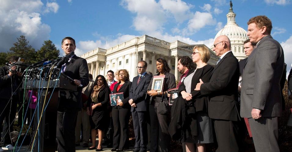 18.dez.2012 - Dan Gross, presidente da Campanha Brady para a Prevenção da Violência Armada, discursa no Capitólio, em Washington, pedindo ao Congresso medidas contra a violência, após o tiroteio na Escola Primária Sandy Hook, na última sexta-feira (14)