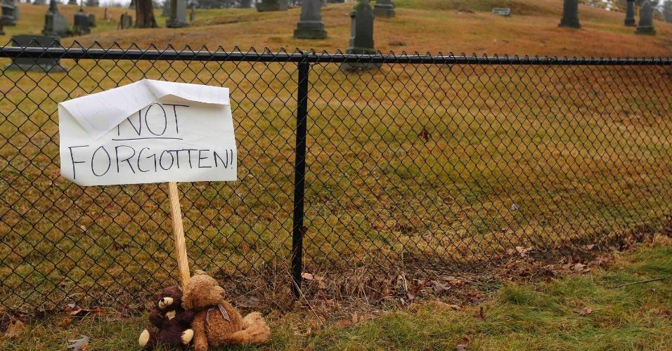 18.dez.2012 - Uma placa onde se lê