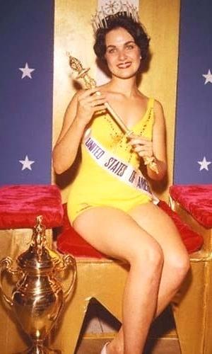A americana Linda Bement venceu o Miss Universo 1960, realizado em Miami, nos EUA