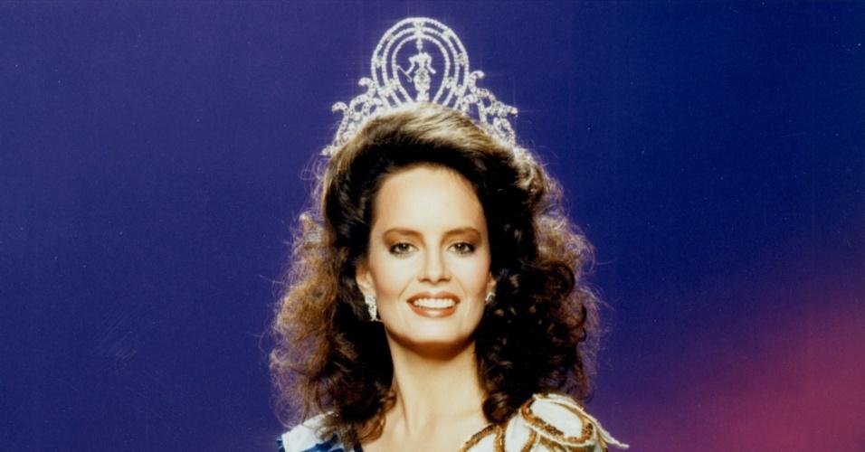 A chilena Cecilia Bolocco venceu o Miss Universo 1987, realizado em Cingapura
