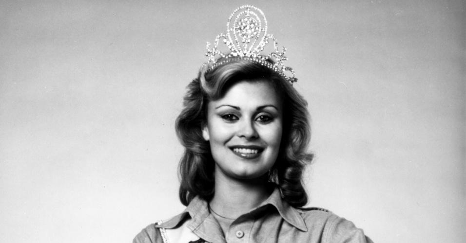 A finlandesa Anne Marie Pohtamo venceu o Miss Universo 1975, realizado em El Salvador