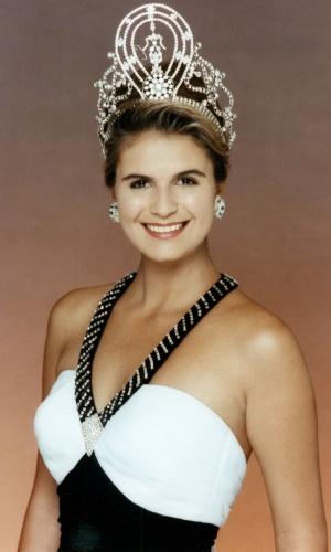 A namibiana Michelle McLean venceu o Miss Universo 1992, realizado em Bancoc, na Tailândia