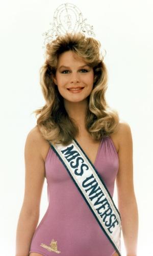 A neozelandesa Lorraine Downes venceu o Miss Universo 1983, realizado em Saint Louis, no Missouri (EUA)