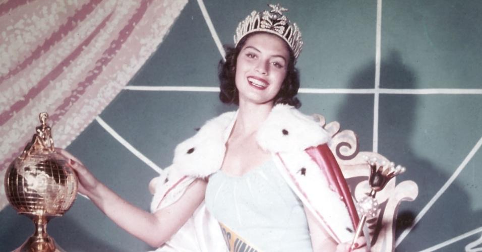 A peruana Gladys Zender venceu o Miss Universo 1957, realizado na Califórnia, nos EUA