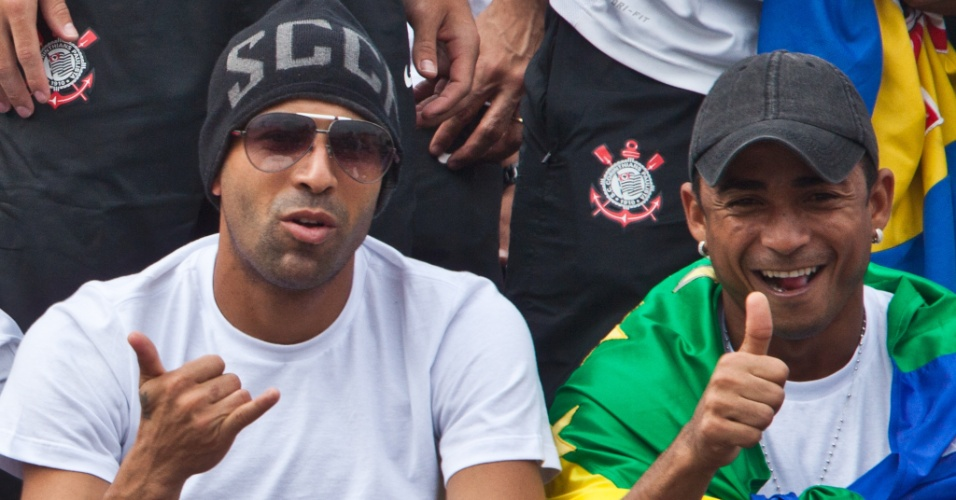 Emerson e Jorge Henrique participam da festa em São Paulo pelo título mundial conquistado pelo Corinthians