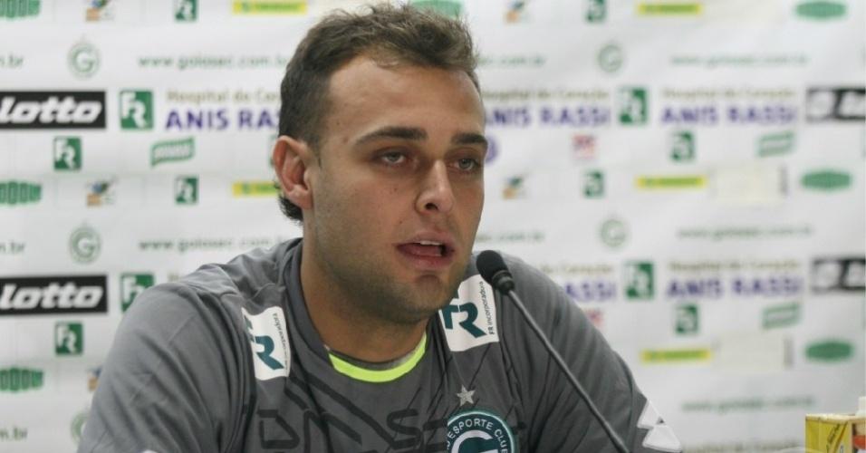 Goleiro Renan concede entrevista coletiva após ser apresentado como jogador do Goiás