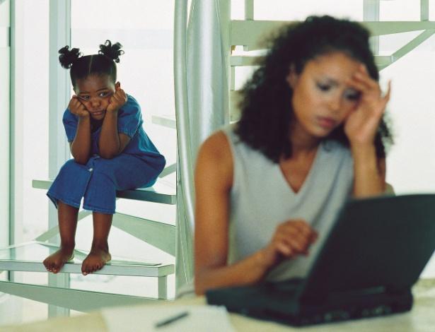 Chegar um pouco mais cedo ou levar o filho para o escritório pode ajudar quando as férias não coincidem - Thinkstock