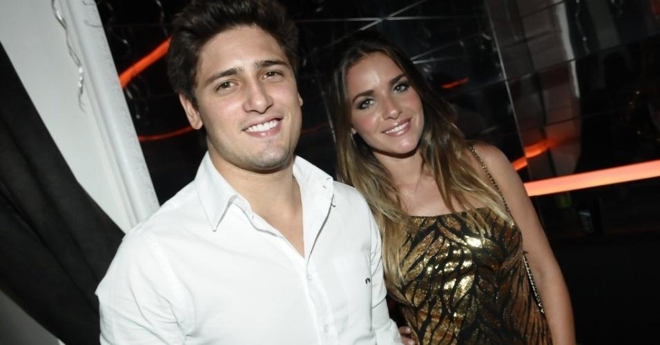 18.dez.2012 - Monique Alfradique e Daniel Rocha vão a festa em São Paulo promovida por uma marca de uísque