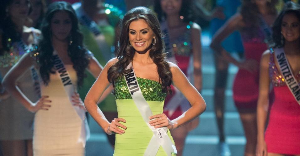 19.dez.2012 - Miss Brasil, Gabriela Markus, se apresenta no palco do Miss Universo 2012, realizado no hotel Planet Holywood, em Las Vegas. Ela foi selecionada no Top 16 do concurso de beleza