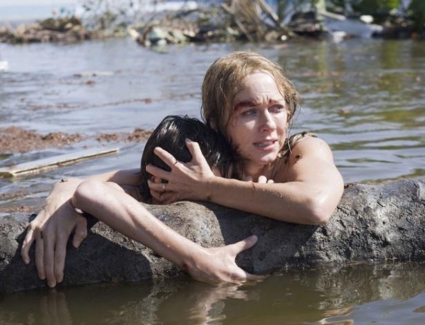 """Cena do filme """"O Impossível"""", estrelado por Ewan McGregor e Naomi Watts, que reconta o drama vivido por uma família em férias na Tailândia durante o tsunami devastador de 2004 - Divulgação"""