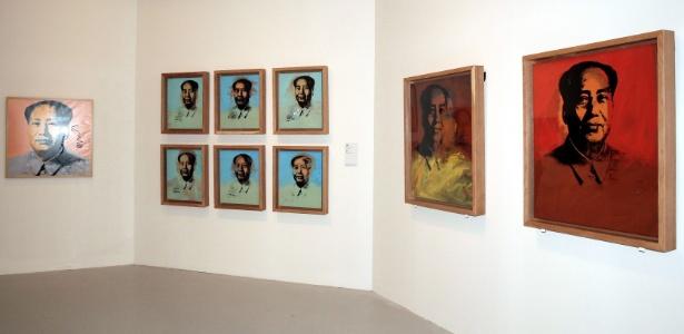 """Foto do Museu de Arte de Hong Kong com retratos do ex-líder chinês Mao Tsé-Tung, que fazem parte da exposição """"The Andy Warhol: 15 minutes Eternal exhibition"""" - AFP PHOTO / Hong Kong Museum of Art"""