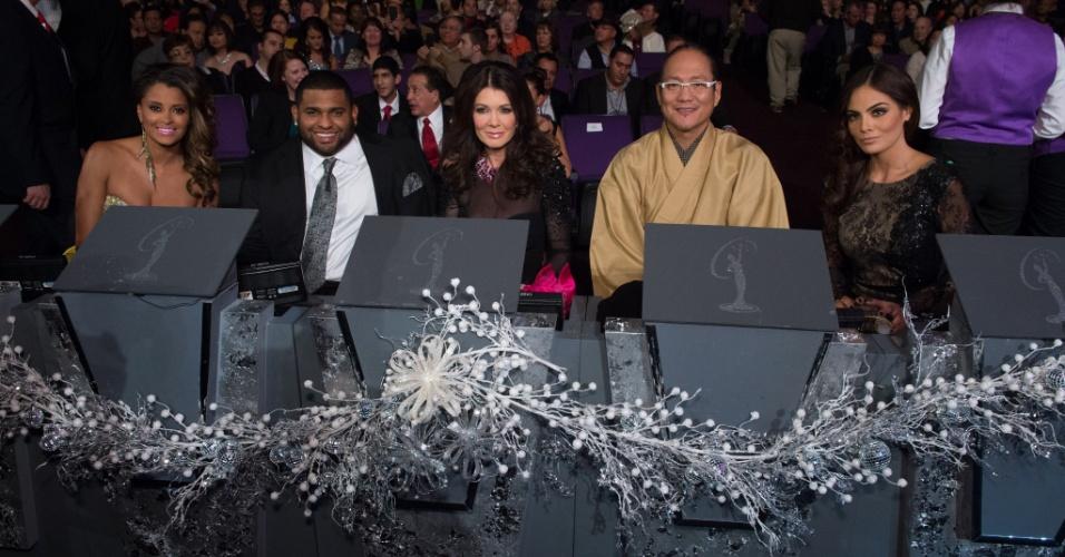 19.dez.2012 - Jurados acompanham a apresentação das 89 candidatas ao título de Miss Universo 2012, na final do concurso realizada em Las Vegas