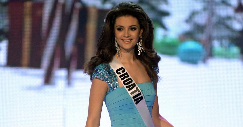 19.dez.2012 - Miss Croácia, Elizabeta Burg, caminha por palco do Miss Universo 2012, realizado no hotel Planet Holywood, em Las Vegas. Ela foi selecionada no Top 16 do concurso de beleza