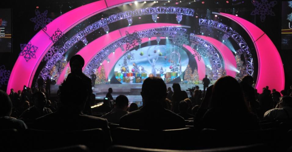 19.dez.2012 - Pessoas aguardam o início do Miss Universo 2012 em Las Vegas, nos Estados Unidos. Oitenta e nove nações estão participando desta edição do concurso
