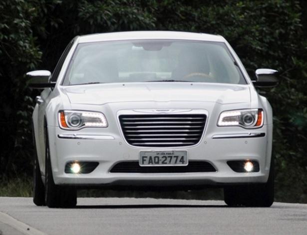 Chrysler 300C é um dos relacionados; recall envolve antiga geração e a nova (foto) - Murilo Góes/UOL