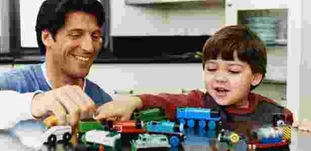 crianca, brinquedo, brincando, brincadeira, pai filho - Thinkstock - Thinkstock