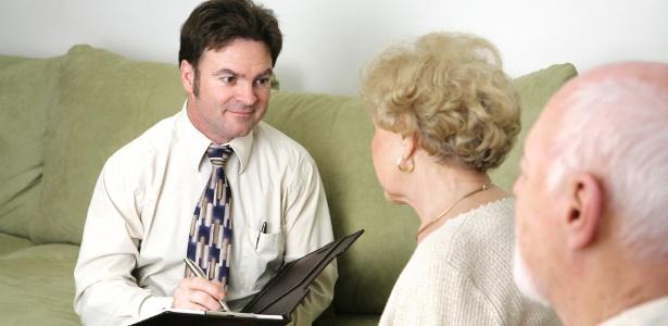Idosos não reagem rapidamente a indícios visuais que sugerem que uma pessoa pode não ser confiável - Thinkstock