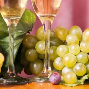 """""""Coma três uvas na passagem do ano, fazendo um pedido para cada fruta"""", indica João Bidu - Thinkstock"""