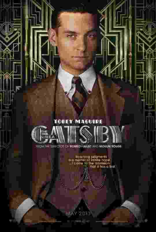 """Tobey Maguire, que interpreta Nick Carraway, ilustra um dos cartazes do filme """"O Grande Gatsby"""" de Baz Luhrmann.  A história é baseada no livro de F. Scott Fitzgerald e retrata com melancolia o auge do jazz - Divulgação / Warner"""