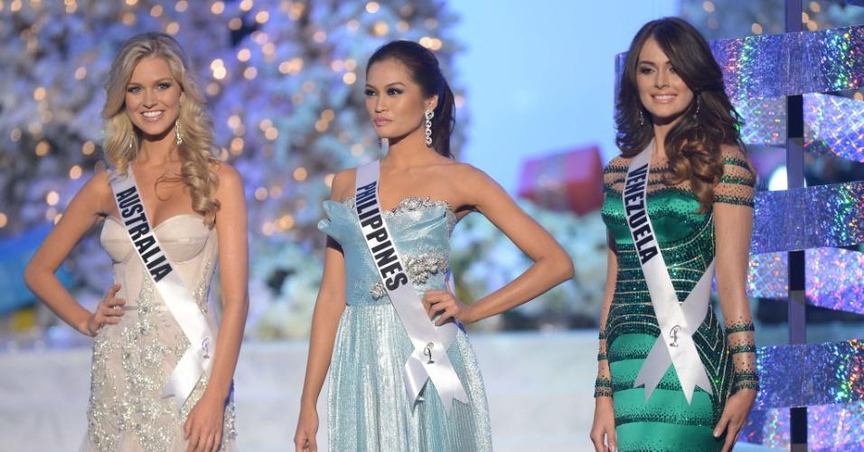 19.dez.2012 - Miss Austrália, Renae Ayris, Miss Filipinas, Janine Tugonon, e Miss Venezuela, Irene Sofia Esser, aguardam para participar da etapa de perguntas do Miss Universo 2012. Esta edição do concurso foi realizada em Las Vegas