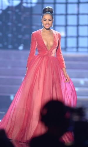 19.dez.2012 - Miss Estados Unidos, Olivia Culpo, desfila com traje de gala no Miss Universo 2012, realizado no hotel Planet Holywood, em Las Vegas. A candidata americana conquistou o primeiro lugar no concurso