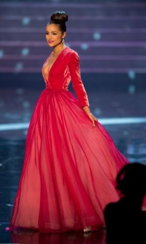 19.dez.2012 - Miss Estados Unidos, Olivia Culpo, desfila com traje de gala no Miss Universo 2012, realizado no hotel Planet Holywood, em Las Vegas.  A candidata americana foi aprovada no Top 5 do concurso