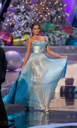 19.dez.2012 - Miss Filipinas, Janine Tugonon, desfila com traje de gala no Miss Universo 2012, realizado no hotel Planet Holywood, em Las Vegas. A candidata filipina foi aprovada no Top 5 do concurso