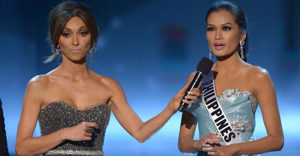 19.dez.2012 - Miss Filipinas, Janine Tugonon, responde a pergunta dos jurados durante o Miss Universo 2012, realizado no hotel Planet Holywood, em Las Vegas.  A candidata foi aprovada no Top 5 do concurso