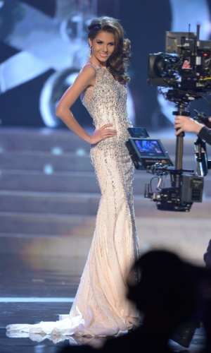 19.dez.2012 - Miss França, Marie Payet, desfila com traje de gala no Miss Universo 2012, realizado no hotel Planet Holywood, em Las Vegas
