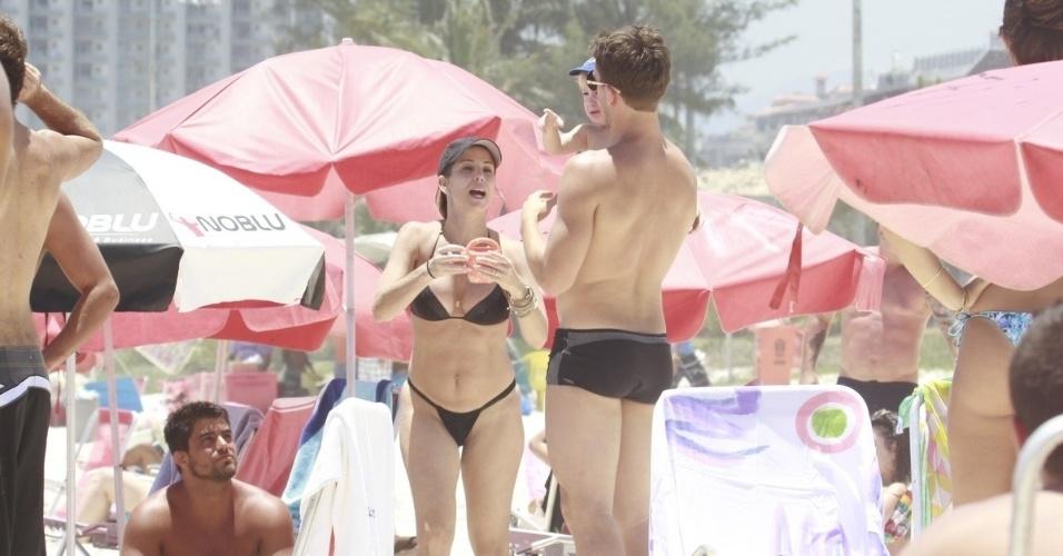20.dez.2012 - Danielle Winits foi à praia da Barra da Tijuca, zona oeste do Rio. A atriz estava acompanhada do namorado, Amaury Nunes, e do filho, Guy, fruto da união com Jonatas Faro. Ela também é mãe de Noah
