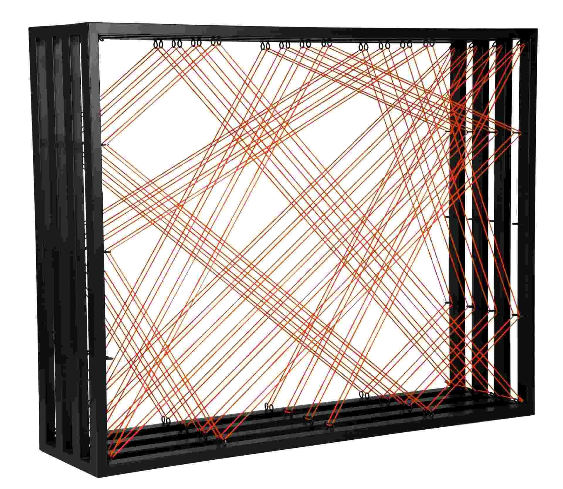 Desenhada pelo designer Sergio Mattos, a estante Giral é feita de aço carbono pintado e fios de nylon trançados. A peça pode ser comprada por R$ 3.120 na Mix&Match (www.mixandmatch.com.br) I Preços pesquisados em dezembro de 2012 e sujeitos a alterações - Divulgação