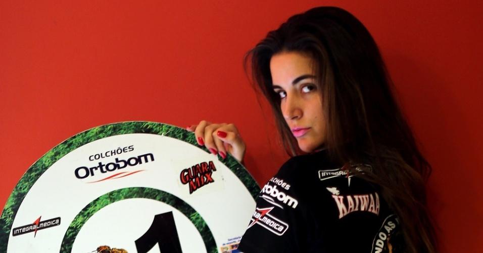 21.dez.2012 - Laisa Portela, participante do BBB 12, estreia como ring girl em evento do Jungle Fight em Porto Alegre