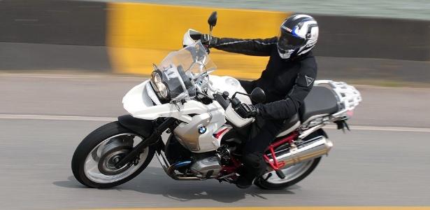 Mesmo com 229 kg, a BMW R 1200 GS Rallye acelera bem e impressiona pela facilidade de pilotagem - Doni Castilho/Infomoto