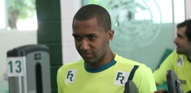 O volante Marcos Paulo não renovou com o Goiás e acertou com o Náutico