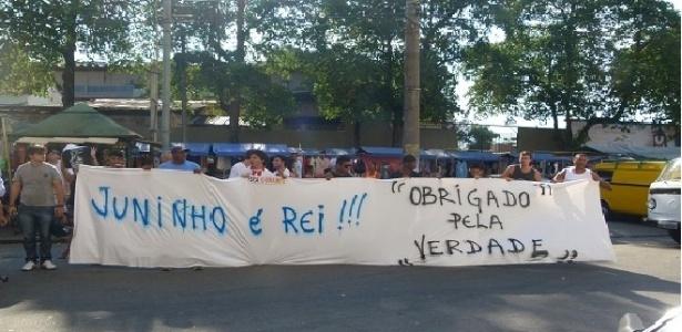 Torcida do Vasco faz protesto em São Januário e dá razão a Juninho Pernambucano