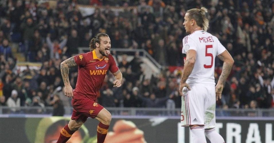 22/12/2012 - Osvaldo corre para comemorar um dos gols da Roma na goleada sobre o Milan