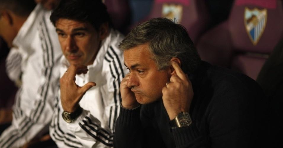 22/12/2012 - Técnico Jose Mourinho faz cara de poucos amigos durante a derrota do Real Madrid para o Málaga