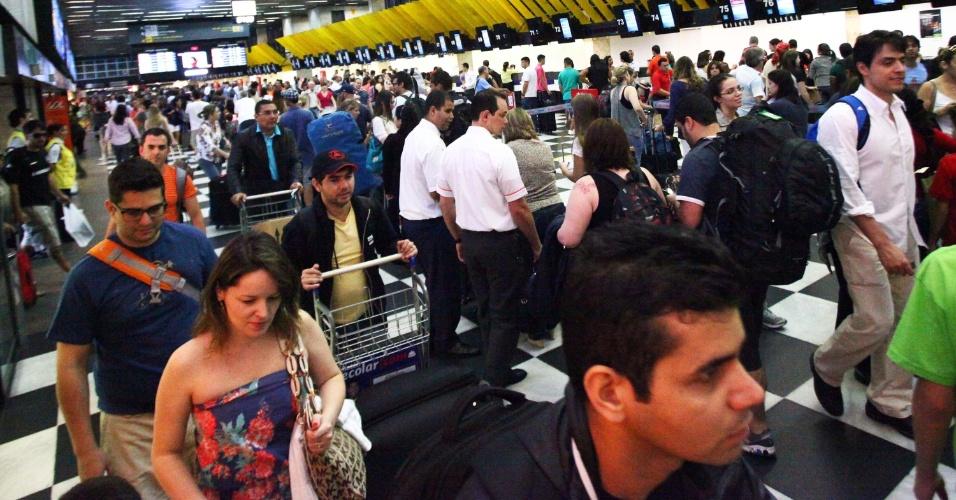 22.dez.2012 - Aeroporto de Congonhas, em São Paulo, amanhece com grande movimentação neste sábado, devido ao feriado de Natal