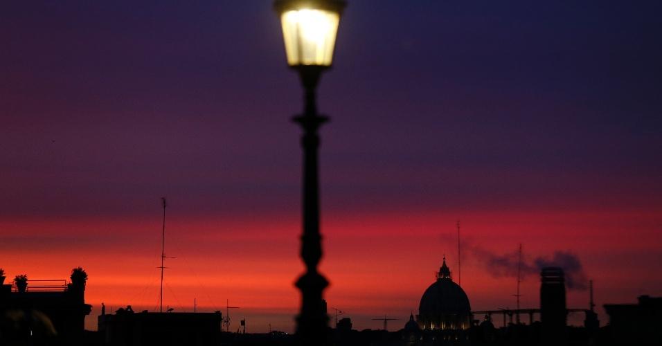 22.dez.2012 - Basílica de São Pedro decora vista do Palácio Quirinale, em Roma, na Itália