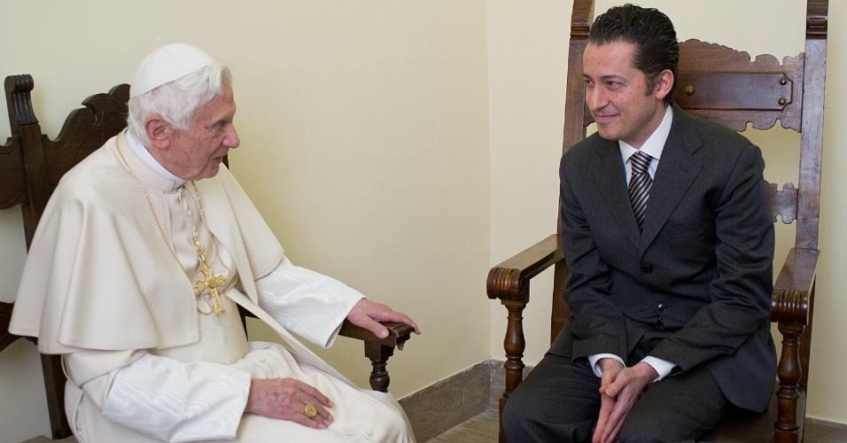 22.dez.2012 - O papa Bento 16 concedeu neste sábado (22) um indulto de Natal ao seu antigo mordomo, Paolo Gabriele, que roubou documentos confidenciais do pontífice e do secretário dele e os repassou à imprensa