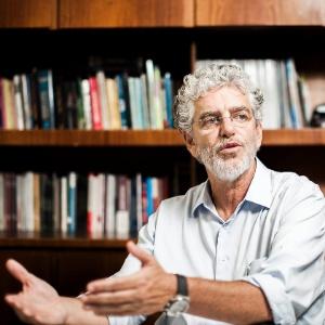 O novo secretário municipal de Educação de SP, César Callegari, em escritório na capital paulista - Leonardo Soares/UOL