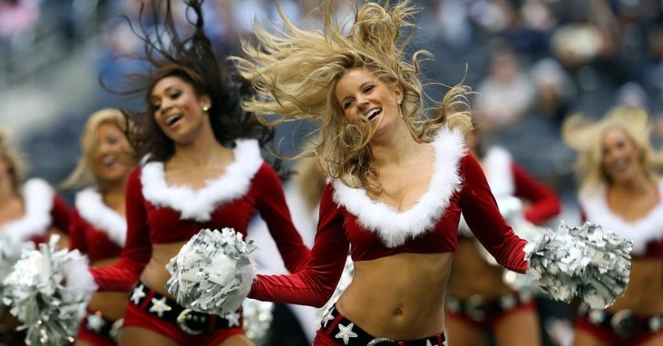 23.dez.2012 - Cheerleaders do Dallas Cowboys dançam na partida da equipe contra os Saints pela NFL