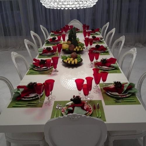 24.Dez.2012 - A apresentadora Ana Hickmann desejou feliz Natal a seus seguidores no Twitter mostrando a mesa para a ceia desta noite