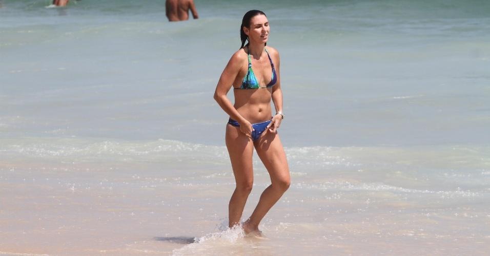 24.dez.2012 - A jornalista Glenda Kozlowski esteve na praia de Ipanema, zona sul do Rio