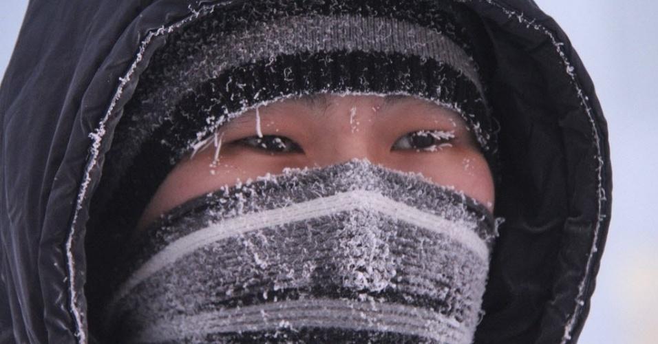 24.dez.2012 - Frio de -44ºC congela sobrancelha de homem, na cidade siberiana de Yakutsk, na Rússia