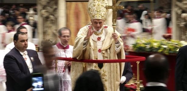 Papa Bento 16 celebra a tradicional Missa do Galo na basílica de São Pedro do Vaticano