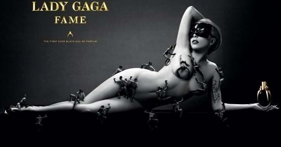 Lady Gaga apareceu nua na campanha de lançamento de seu primeiro perfume, Fame